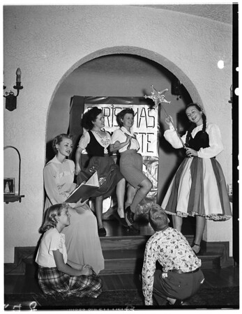 Hollywood opera reading club, junior section, holds rehearsals for future programs, 1951