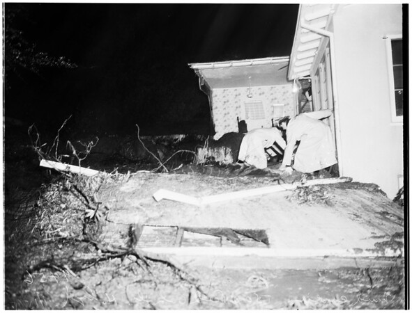 Mud Cave-in on home at 5500 Red Oak Drive, Hollywood, 1952