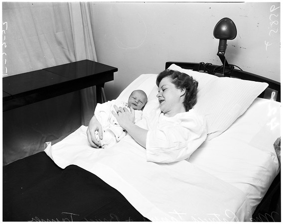 Twins have babies (15 hours apart), 1952