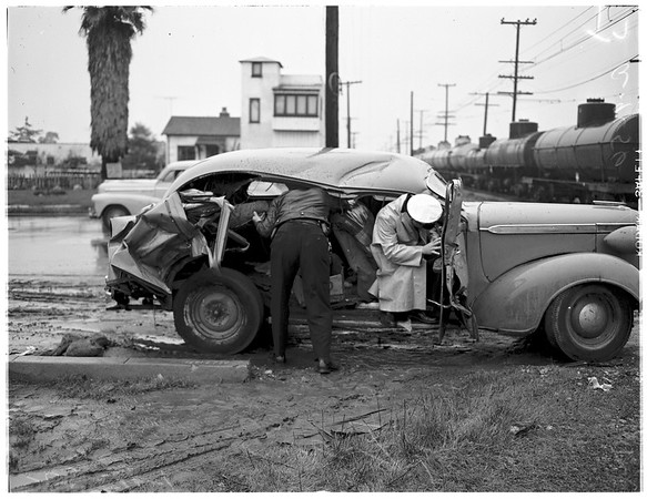 Auto hit by train -- 3 injured, 116th Street and South Vermont Avenue, 1952