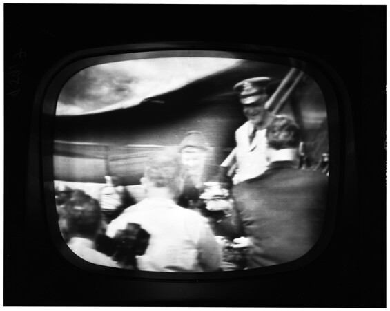 General Eisenhower  arrives in New York (TV screen), 1952