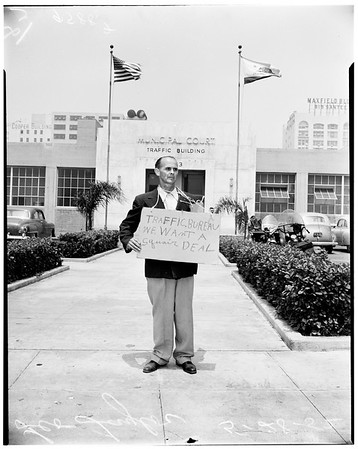Pickets (pickets traffic courts building), 1952
