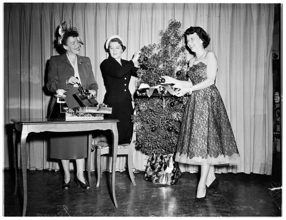 Assistance League fine arts committee fashion show, 1951