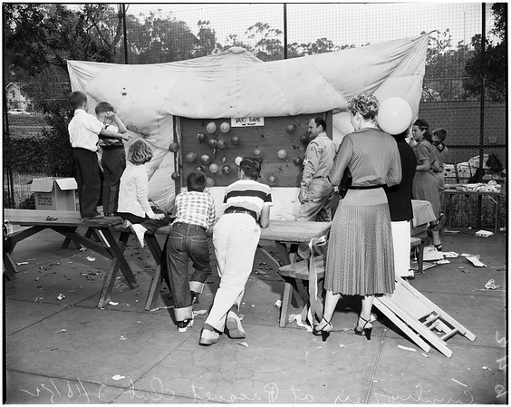 Children's Hospital Auxiliary country fair at Raquet Club, 1952