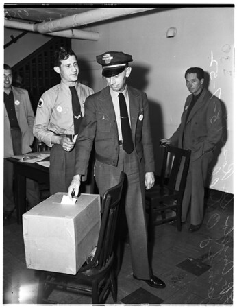 Street car workers vote, 1952