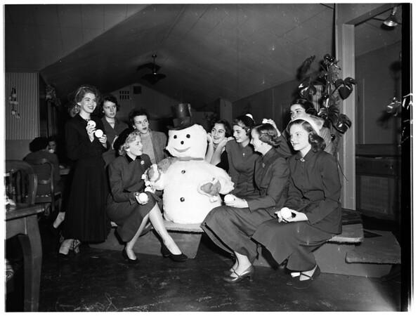Assistance League Mannequins group luncheon, 1951