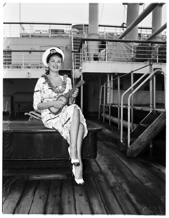 Lois Andrews arrives from Hawaii, 1952