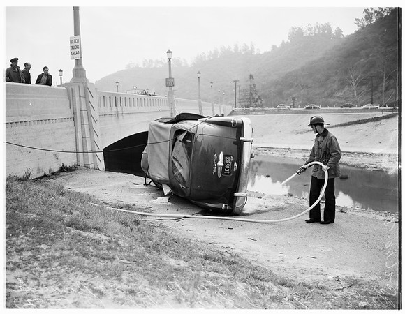 Car into Los Angeles River, 1952