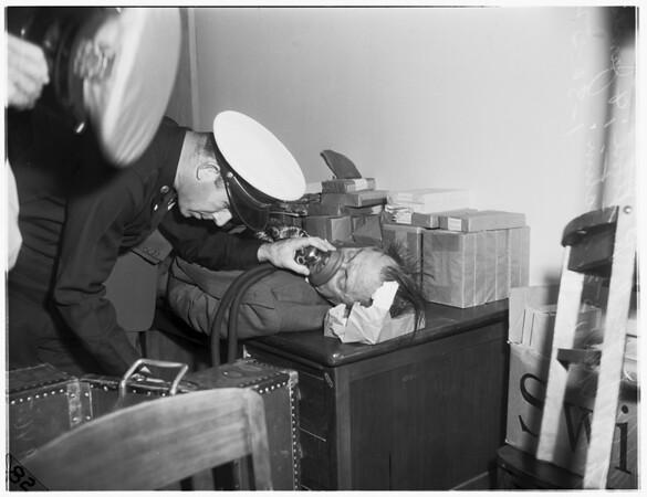 Man dies in Santa Monica Municipal Courtroom, 1952