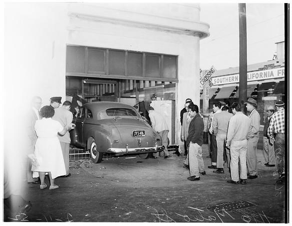Car crash at 1100 Mateo Street, 1952