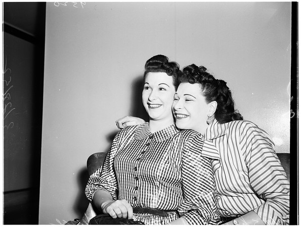 Twins getting divorces together, 1952