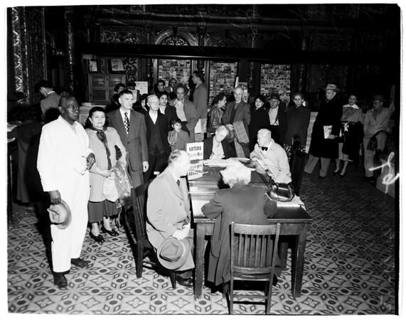 Last day registrants (Examiner lobby), 1952