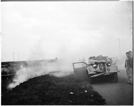 Wrecks caused by smog obscuring road, 1948