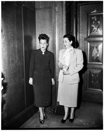 Two women attorneys contest each other in court, 1952
