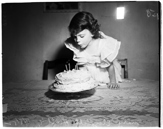 Birthday for baby, 1952