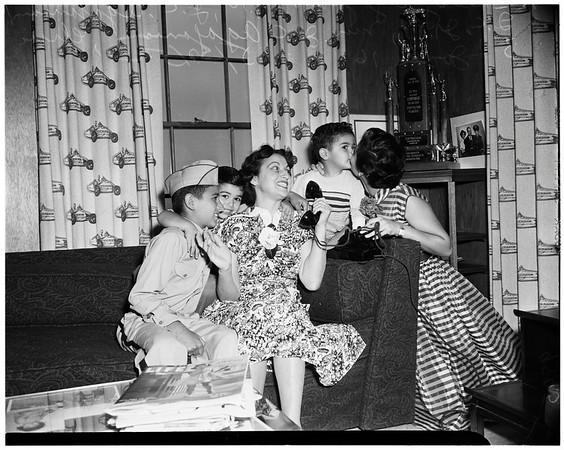 Agajanian family, 1952