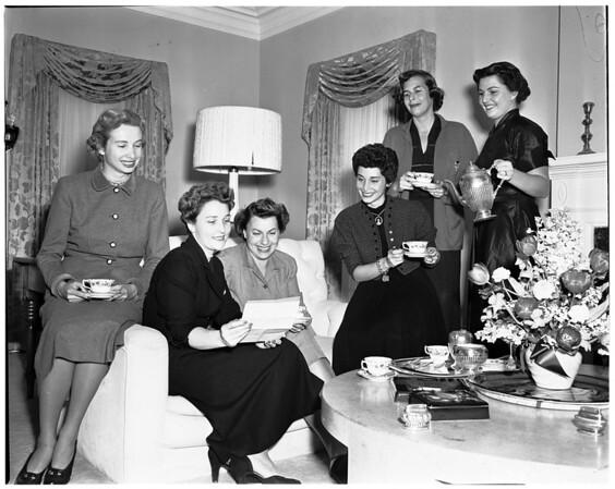 Vista Del Mar Junior Associates plan fashion show, 1952
