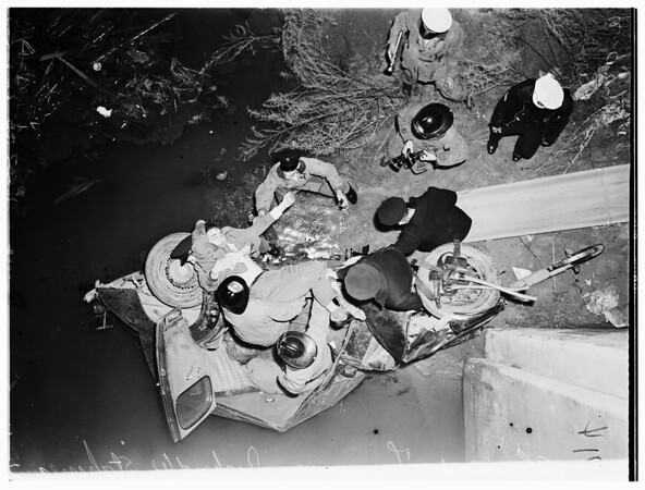 One killed in auto accident ...Alpine Street and Figueroa Street, 1952