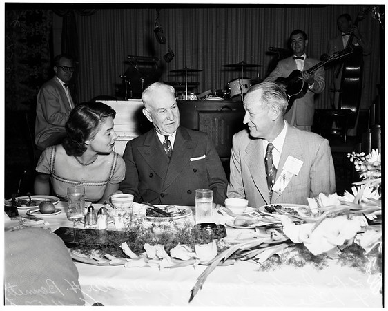 Insurance queen, 1952