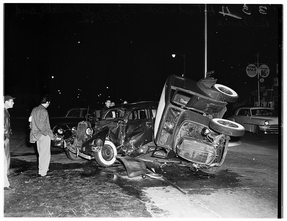 Hot rod accident at Bellevue Avenue and Silverlake Boulevard, one goes into the other, and both hit third one, 1952