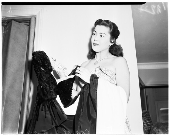 Girls fight at Charley Foys' Supper Club (Sherman Oaks) (Toni Carroll and Abigail Adams), 1952