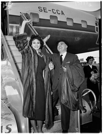 Sophia Loren arrives by air, 1958