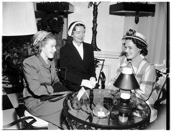 Women of University of California Alumni planning event, 1952