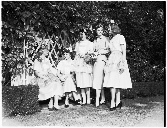Pi Beta Phi plans festival, 1952