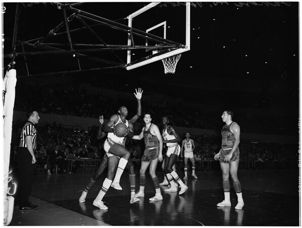 Basketball Los Angeles Lakers versus Detroit Pistons, 1961