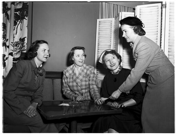 Theta Sigma Phi meeting at Los Angeles Athletic Club to plan dinner, 1952