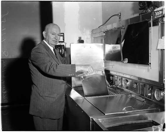 Hospital engineer retires, 1958