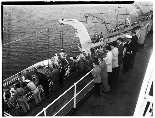 "News carriers tour SS ""Lailani"", 1957"