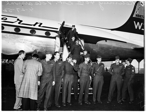 40th Division returning at International Airport via Western Airlines from Seattle, 1952