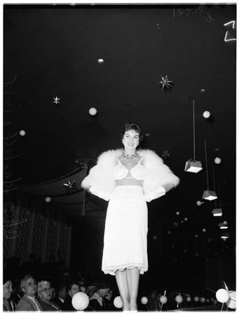 Fashion show at Ambassador [Hotel] (California Fashion Creators), 1958