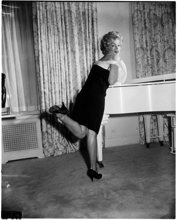 Marilyn Monroe (in different poses), 1958