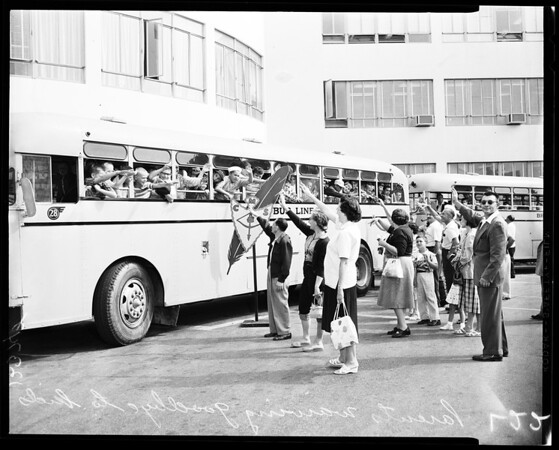 Kids off to Camp Max Straus, 1958