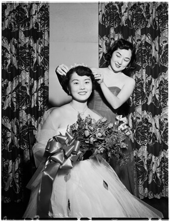 Miss Nisei coed at University of Southern California, 1952