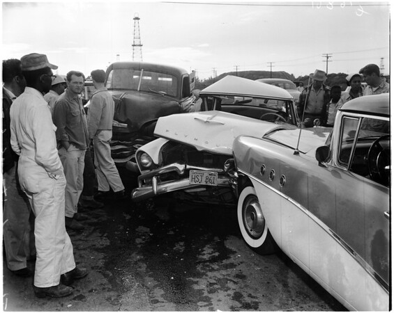 Auto accident at Figueroa and Lomita Boulevard, 1958