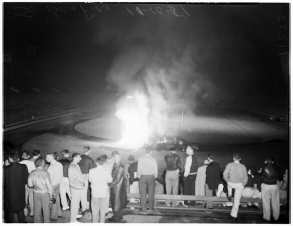 University of Southern California homecoming bonfire, 1954