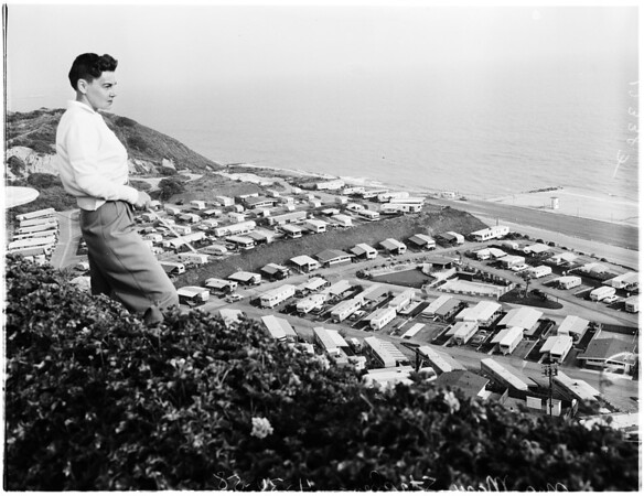 Pacific Palisades trailer court ordered to vacate (possibility of new landslides), 1958