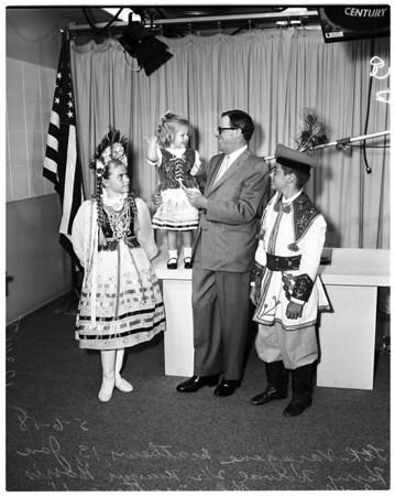 Mayor receives invitation to Polish art exhibit, 1958