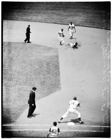 Baseball -- Dodgers versus Pittsburgh, 1958