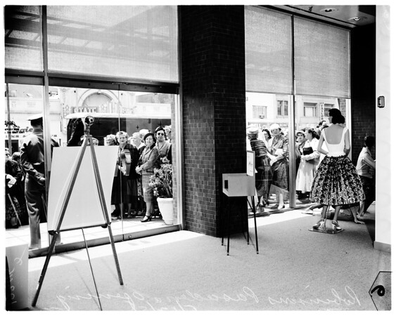 Opening of new Robinson store in Pasadena, 1958
