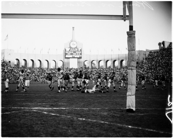Los Angeles Rams versus Chicago Bears football, 1958
