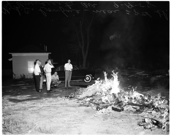 University of Southern California boys build bonfire in street, 1958
