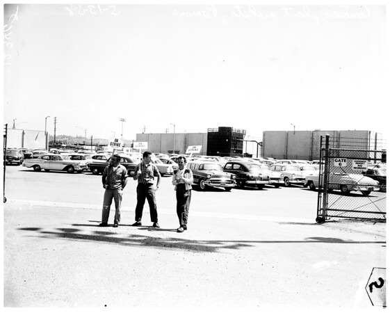 Convair pickets in Pomona (Convair's naval ordinance plant engineering building), 1958
