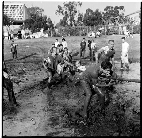 Mud fights at University of Southern California, 1960