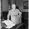 Mayor Bowron leaves City Hall, 1953