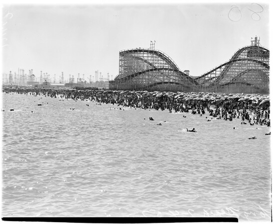 Weather negatives: general views of crowd at Santa Monica beach, 1958