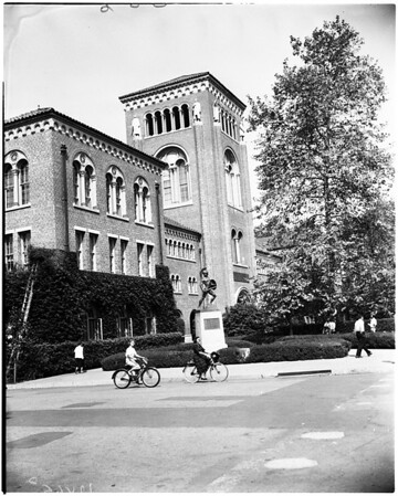 University of Southern California College feature (Monday picture page), 1958